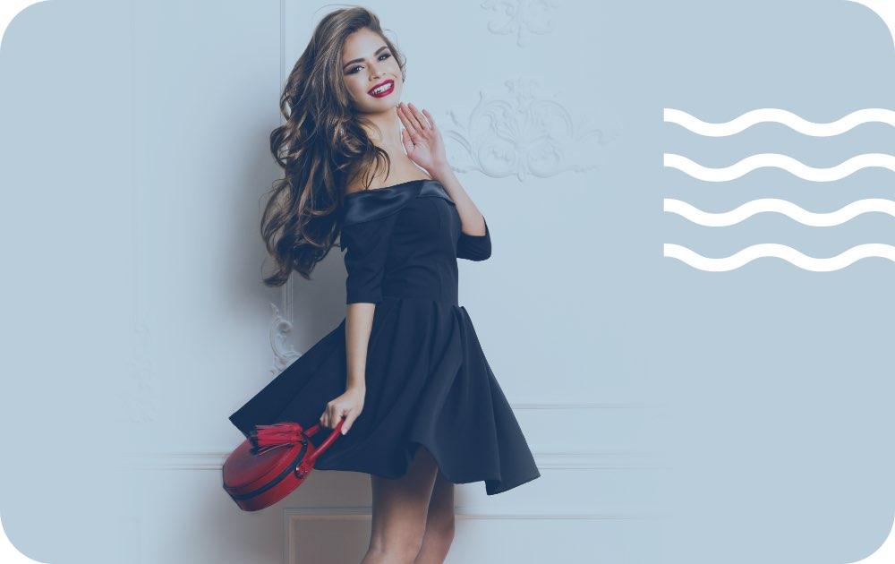 Καθαριστήριο για φόρεμα, γυναίκα καθαρό βραδινό φόρεμα