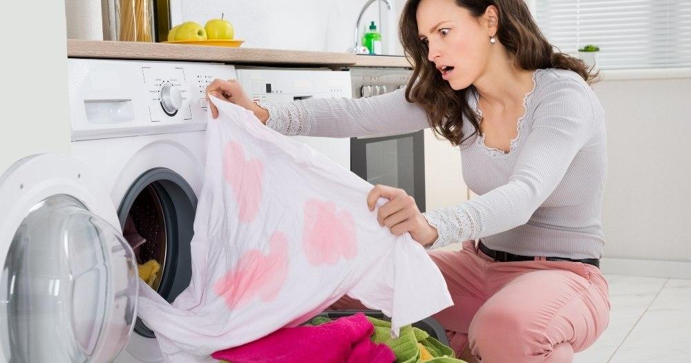 Αφαίρεση χρώματος από χρωματιστά ρούχα κατά την πλύση, νοικοκυρά, πλυντήριο