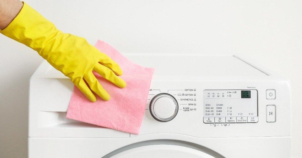 Καθαρισμός πλυντηρίου ρούχων εξωτερικά