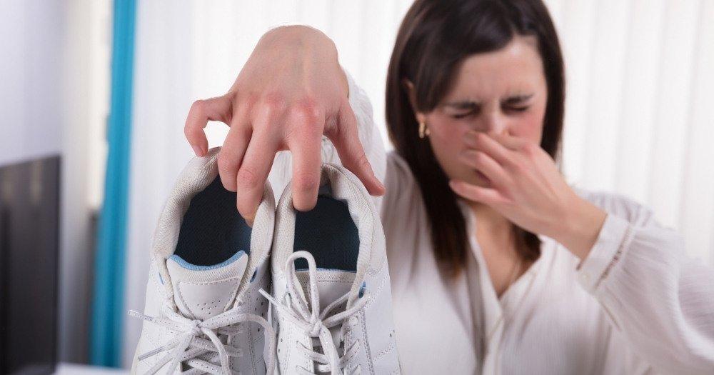 παπούτσια που μυρίζουν